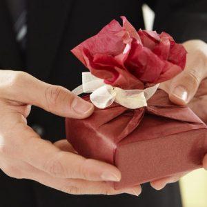 Tặng quà gì cho bạn gái ngày phụ nữ Việt Nam là câu hỏi của rất nhiều người